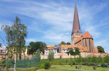 Blick auf die Petri Kirche (c) Frank Koebsch (2)