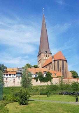 Blick auf die Petri Kirche (c) Frank Koebsch (5)