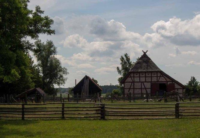 Blick in das Freilichtmuseum Klockenhagen (c) FRank Koebsch