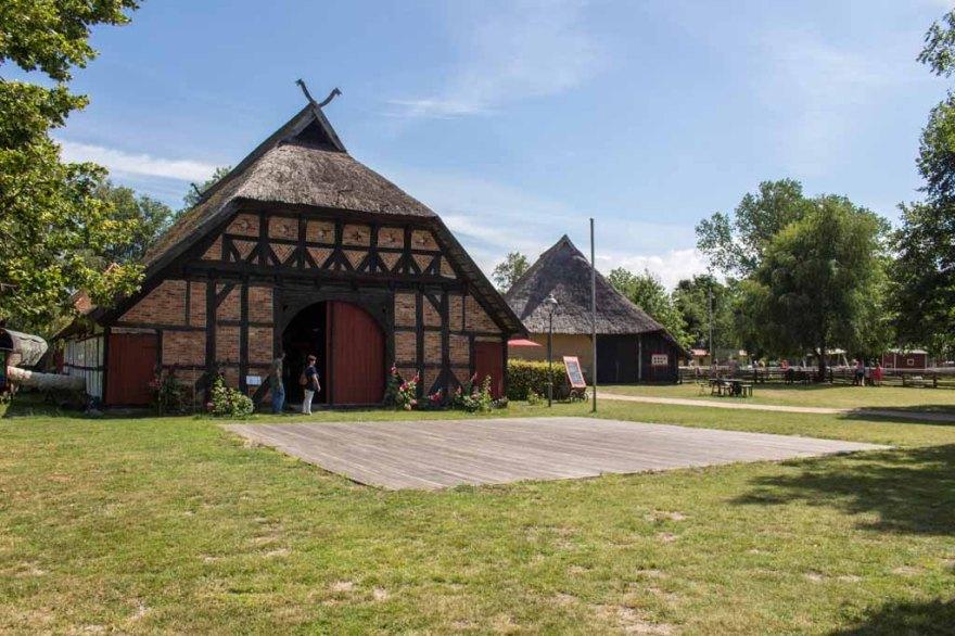 Das Museumsrestaurant Up dei Däl in einem prächtigen Fachwerkhaus des Freilichtmuseums Klockenhagen (c) FRank Koebsch (1)