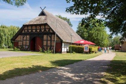 Das Museumsrestaurant Up dei Däl in einem prächtigen Fachwerkhaus des Freilichtmuseums Klockenhagen (c) FRank Koebsch (2)