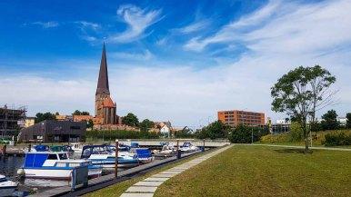 Wassersportverein Hanseat Rostock e.V., mit Block auf die Petrikirche (c) Frank Koebsch (!)