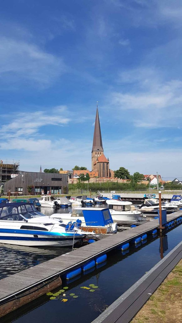Wassersportverein Hanseat Rostock e.V., mit Block auf die Petrikirche (c) Frank Koebsch (!) (2)
