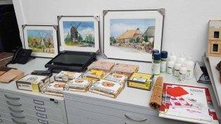Vorbereitung für den Workshop Aquarelle auf Zigarrenkistenbrettern im Staatlichen Museum Schwerin (c) Frank Koebsch (1)