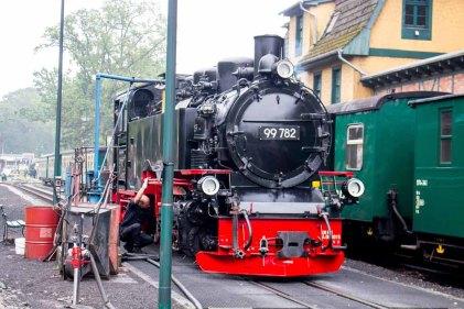 Rasender Roland bei Wassertanken auf dem Bahnhof Göhren (c) FRank KOebsch (3)