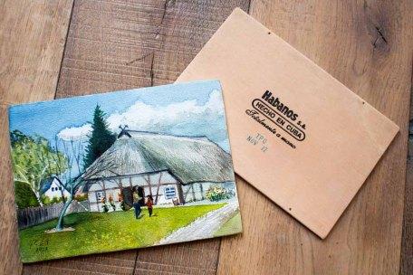 Aquarell - Bauernhaus Klockenhagen - von FRank Koebsch auf einem Zigarrenkistenbrett