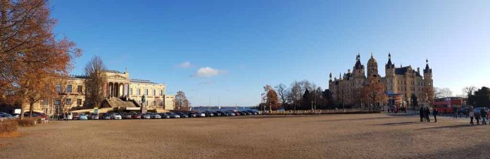 Blick auf den Alten Garten mit dem Schloss und dem Staatlichen Museum Schwerin © Frank Koebsch