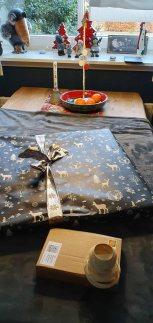 Kalender und Aquarell als Weihnachtsgeschenk verpackt (c) Frank Koebsch