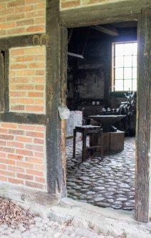 Blick in die Alte Schmiede im Freilichtmuseum Schwerin-Mueß (c) Frank Koebsch