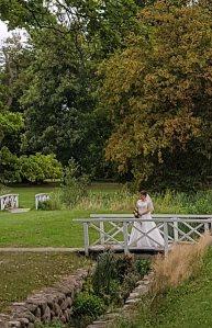 Braut im Park des Doberaner Münsters (c) Frank Koebsch (1)