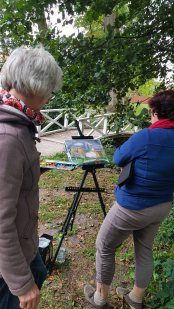 Kritische Bildbetrachtung im Park des Doberaner Münsters (c) FRank Koebsch (2)