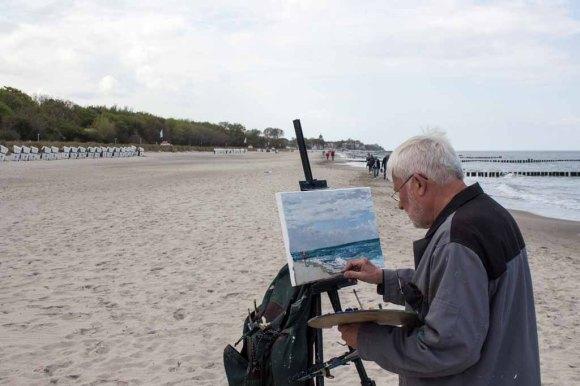 Thomas Freund malt am Strand von Kühlungsborn (c) FRank Kebsch (1)