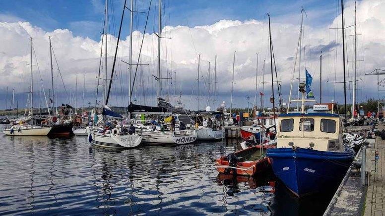 Segelboote – Teilnehmer der Regatta – Blaues Band – im Hafen Thiessow © Frank Koebsch (2)
