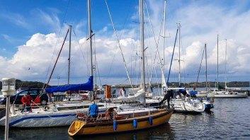 Segelboote – Teilnehmer der Regatta – Blaues Band – im Hafen Thiessow © Frank Koebsch (3)