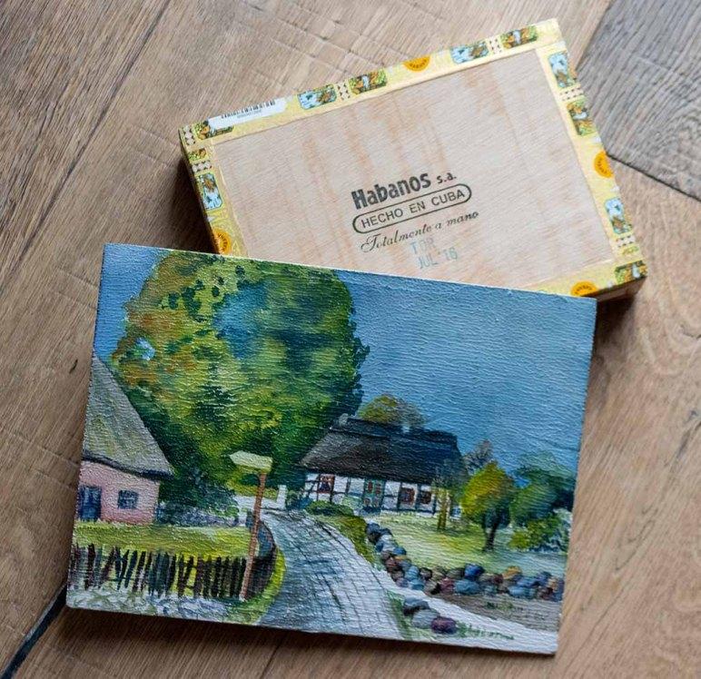 Aquarell – Schulmuseum in Middelhagen – auf einem Zigarrenkistenbrett (c) Frank Koebsch