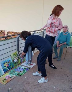 Vorbereitung für die Bildbesprechung im Workshop - Orchideen als Aquarell auf Leinwand mit Frank Koebsch bei boesner – Berlin Marienfelde (1)