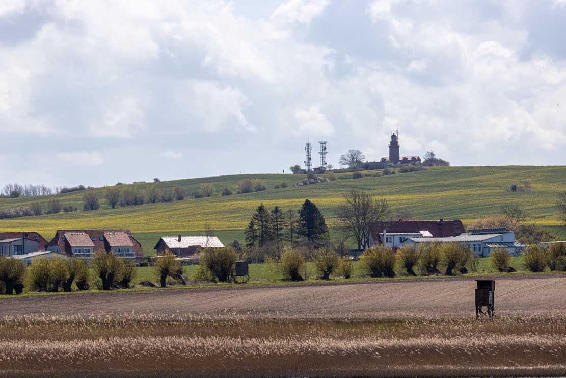 Blick vom Rieden auf den Leuchtturm Bastorf (c) Frank Koebsch 8!9