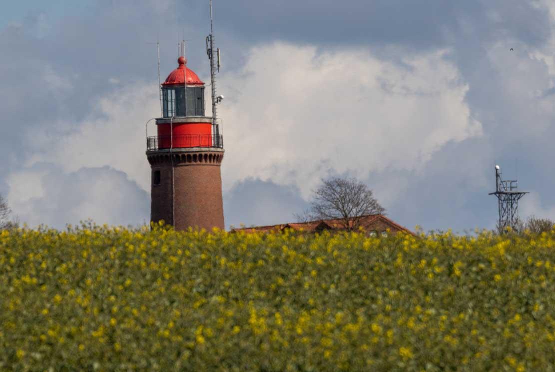 Leuchtturm Bastorf in der beginnenden Rapsblüte © Frank Koebsch (1)
