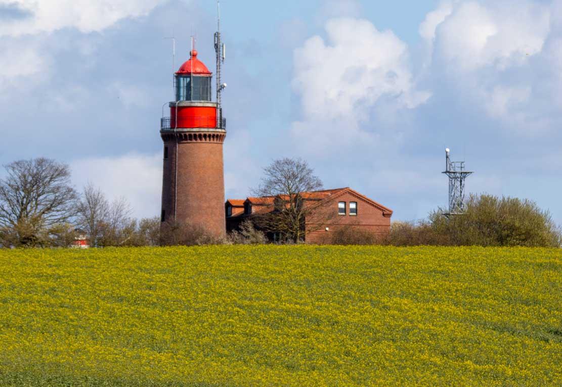 Leuchtturm Bastorf in der beginnenden Rapsblüte © Frank Koebsch (2)
