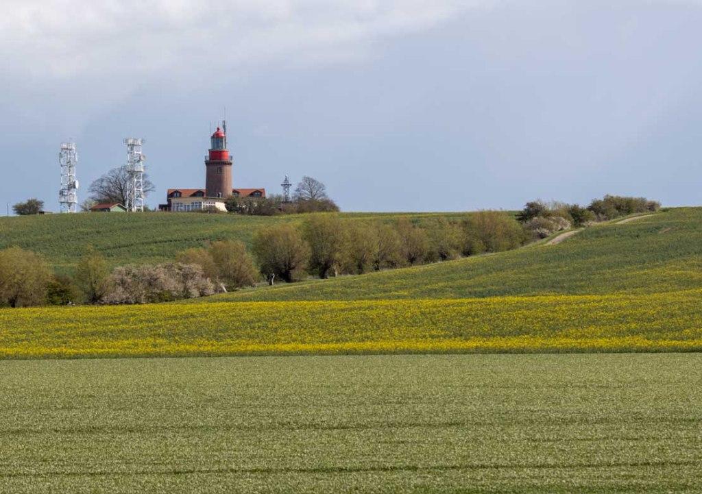 Leuchtturm Bastorf in der beginnenden Rapsblüte - von Norden aus © Frank Koebsch (1)