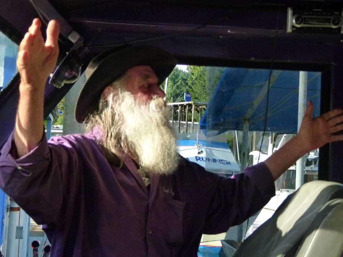 Larry hat Spaß daran mit seinem Boot zum Whale Watching zu fahren (c) FRank Koebsch (4)