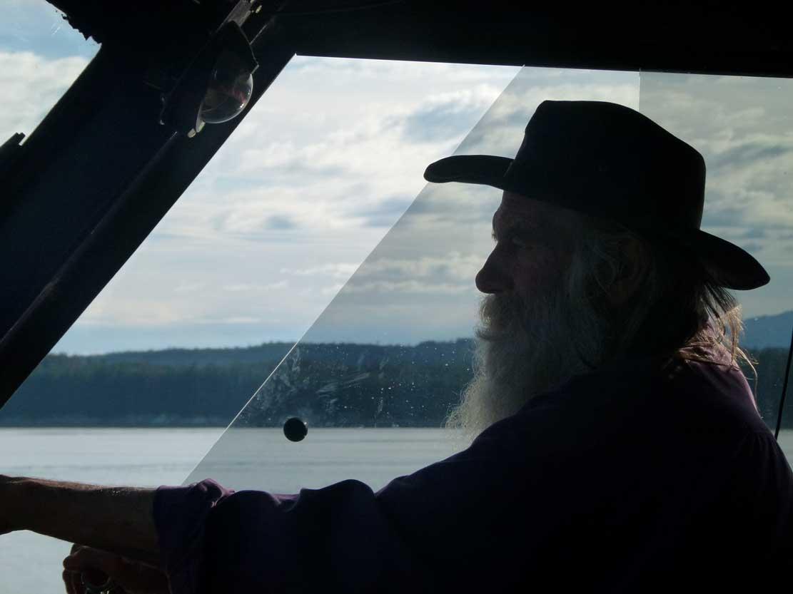 Larry hat Spaß daran mit seinem Boot zum Whale Watching zu fahren (c) FRank Koebsch (5)