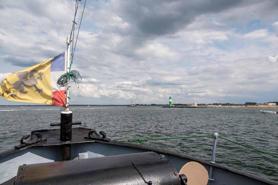 Ausfahrt mit dem Schlepper Petersdorf zur Hanse Sail 2021 (c) FRank Koebsch (6)