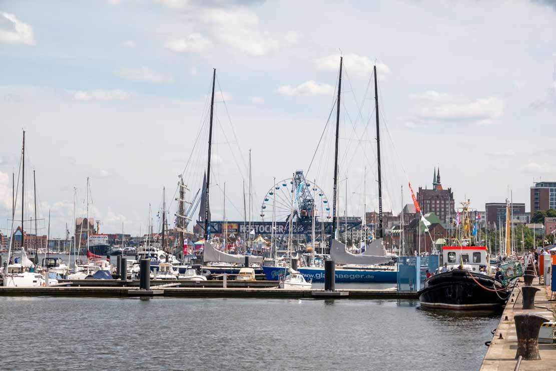 Der Schlepper Petersdorf im Stadthafen Rostock - Hanse Sail 2021 (c) Frank Koebsch (1)