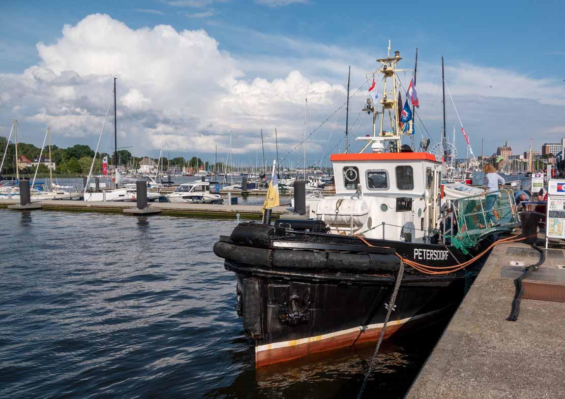 Der Schlepper Petersdorf im Stadthafen Rostock - Hanse Sail 2021 (c) Frank Koebsch (4)