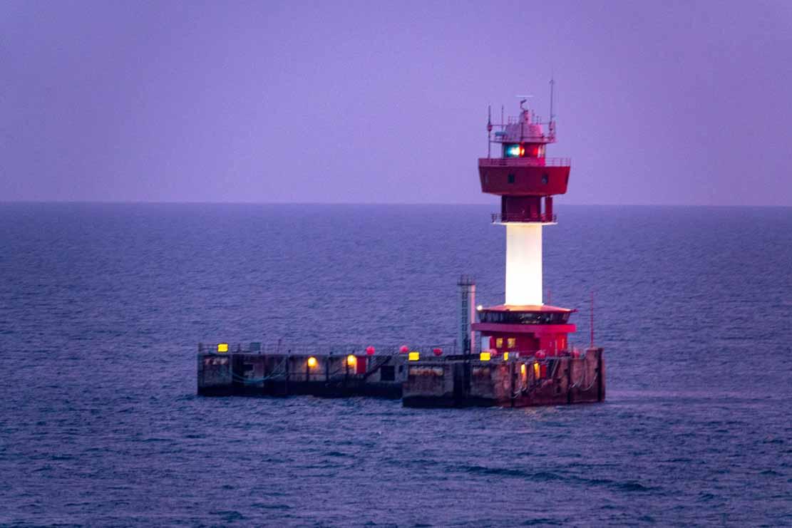 Blaue Stunde morgens am Leuchtturm von Kiel (c) Frank Koebsch (1)