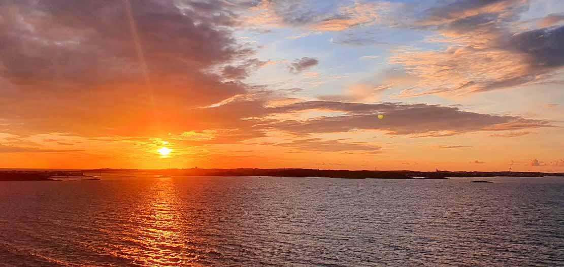 Sonnenuntergang beim Auslaufen mit der AIDA Prima aus Göteborg (c) Frank Koebsch (1)